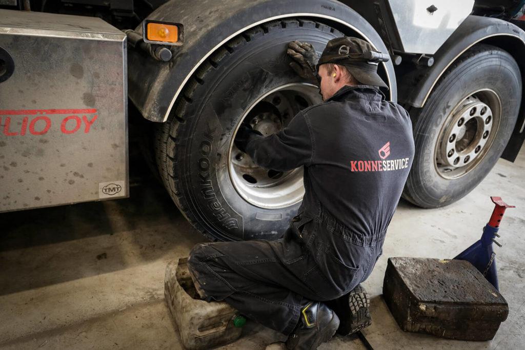 Raskaan kaluston renkaat ja rengashuolto