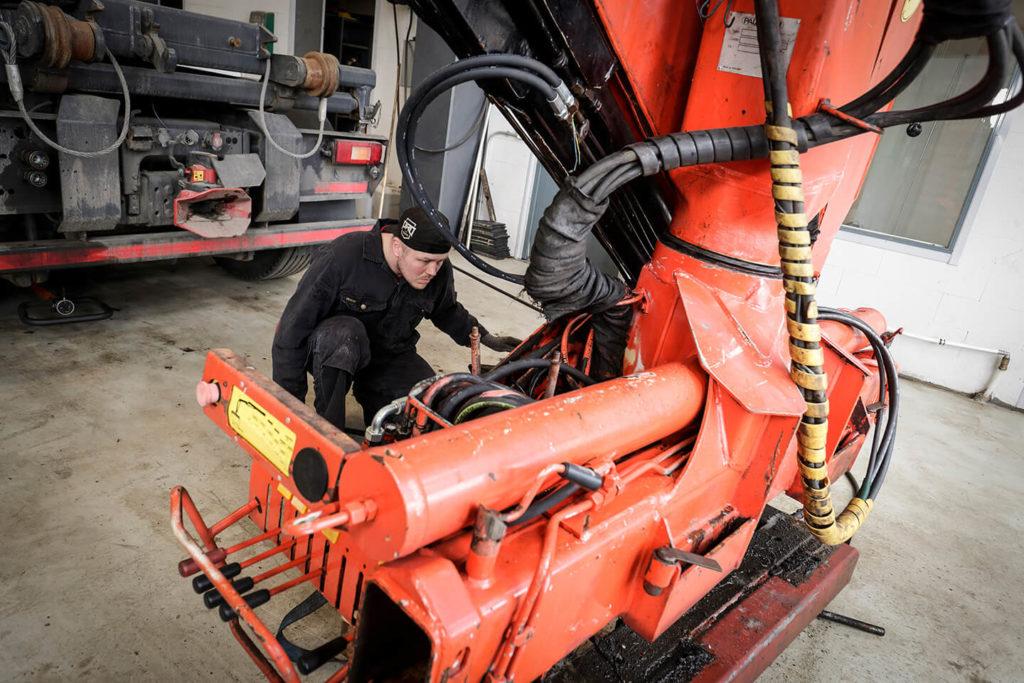 Hydrauliikkakorjaus nosturin remontti