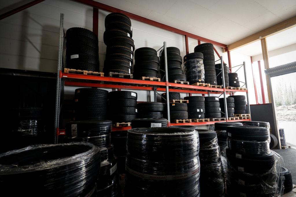 Raskaan kaluston renkaat iso valikoima varastossa